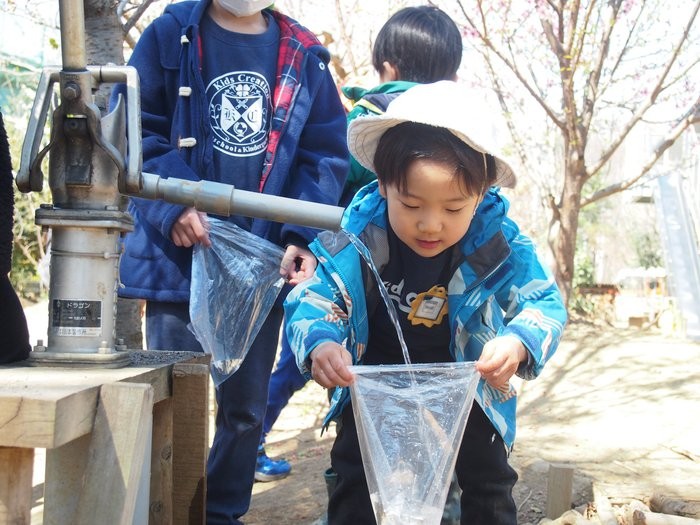 Kids Creationつくば スプリングスクール 井戸 水遊び